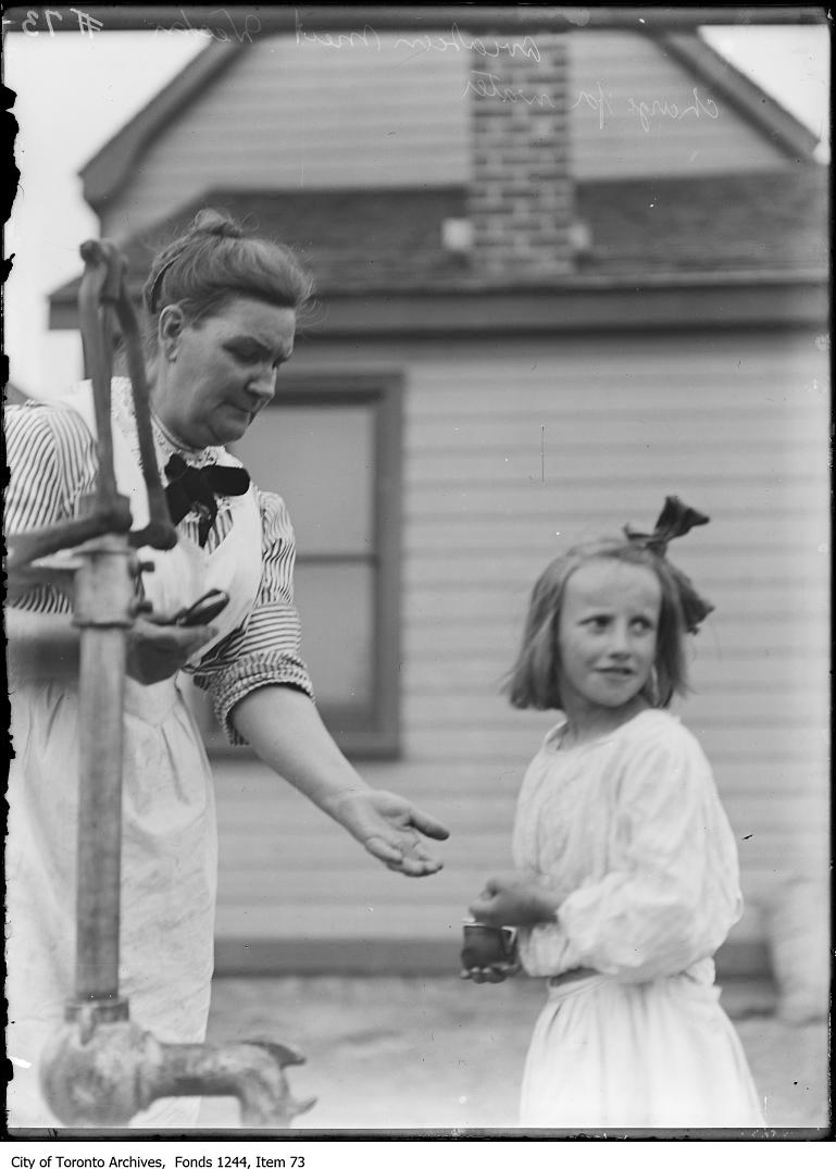 Farm woman charges girl for drink of water during first flight, Weston. - 1910